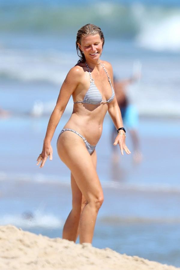 Гвинет Пэлтроу на пляже