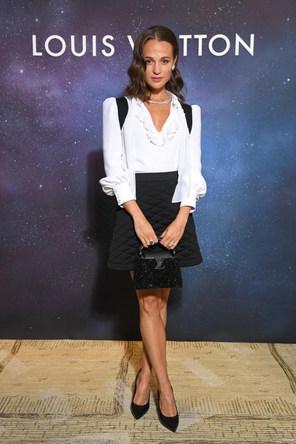 Алисия Викандер на вечеринке Louis Vuitton alicia vikander