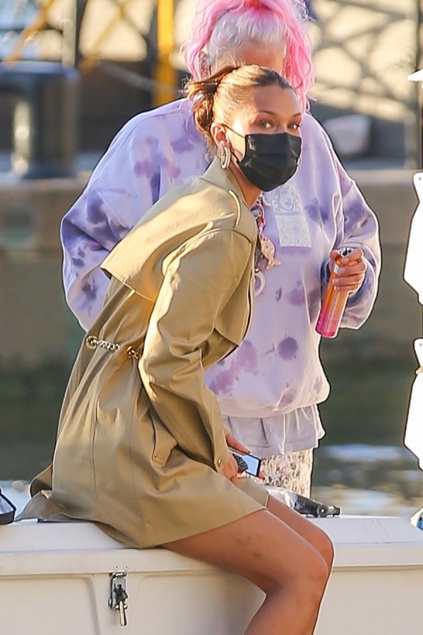 Белла Хадид на работе