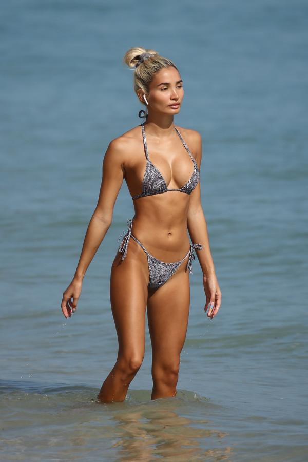 Пиа Миа Перес на пляже фото,пляж/бикини,селебрити