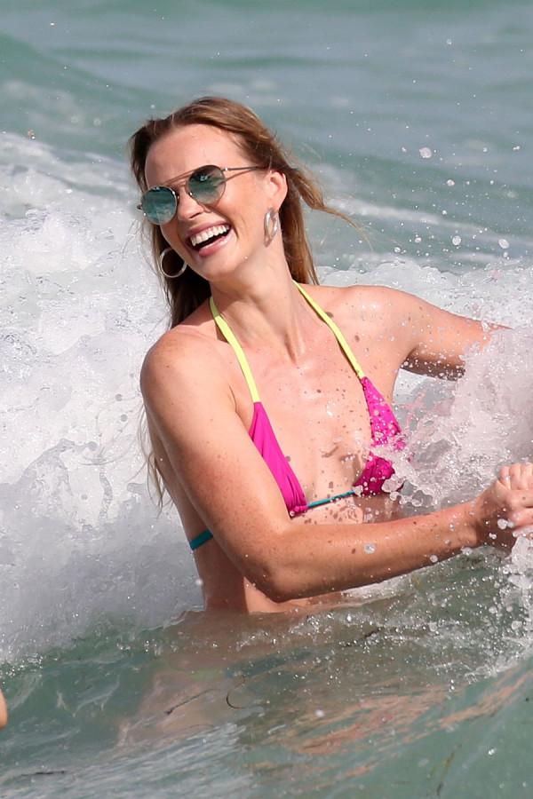 Анна Вьялицына на пляже пляж/бикини,anne vyalitsyna