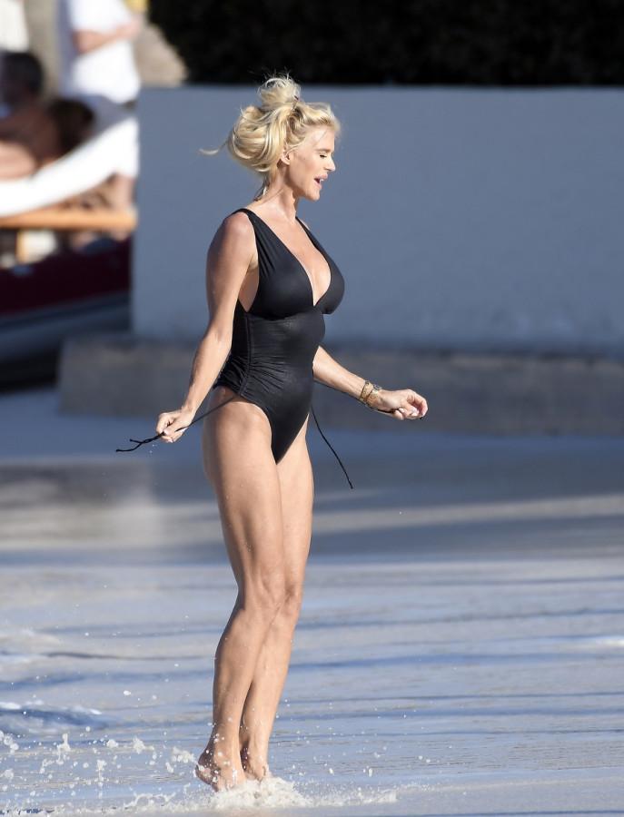 Виктория Сильвстедт снова отдыхает victoria silvstedt,пляж/бикини