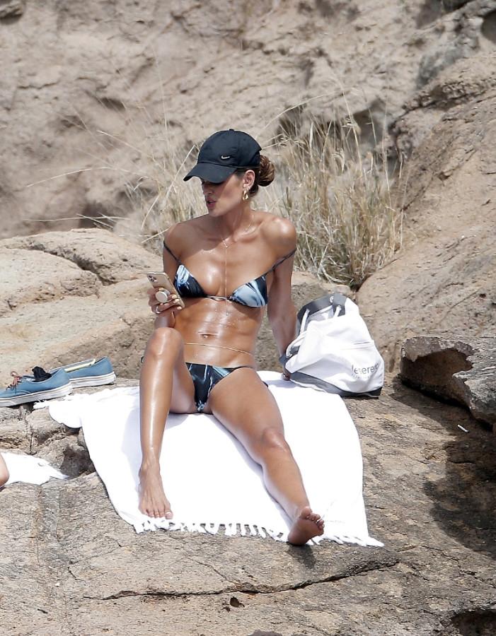 Изабель Гулар на пляже  пляж/бикини,izabel goulart