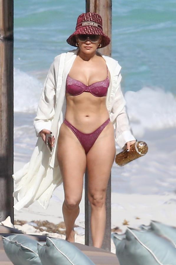 ДжейЛо на пляже