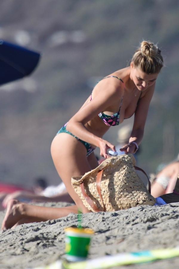 Келли Рорбах на пляже