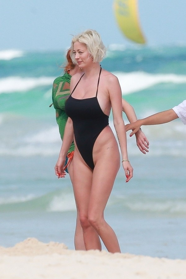 Кэролайн Вриланд на пляже фото,пляж/бикини,селебрити