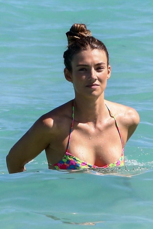 Лорена Рэй на пляже
