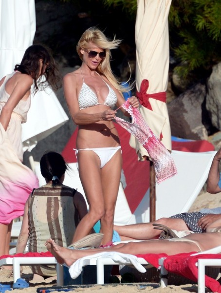 Victoria Silvstedt St Barts_123113_4