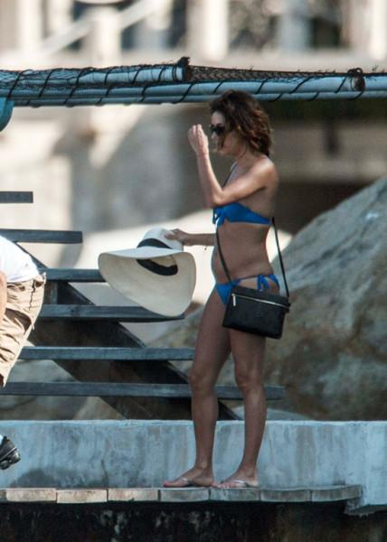 Eva_Longoria_Bikini_Candids_on_a_Yacht_in_Acapulco_January_21_2014_02