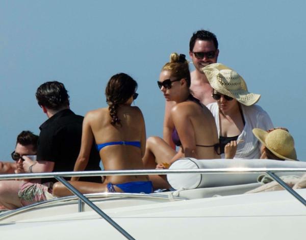 Eva_Longoria_Bikini_Candids_on_a_Yacht_in_Acapulco_January_21_2014_25