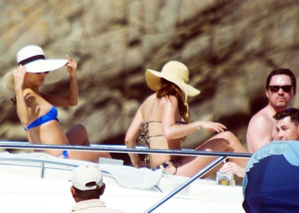 Eva_Longoria_Bikini_Candids_on_a_Yacht_in_Acapulco_January_21_2014_29