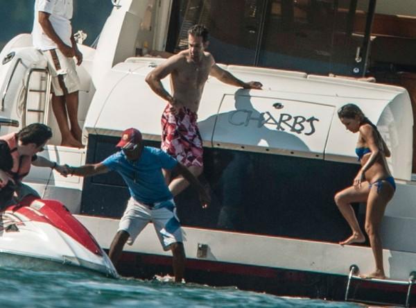 Eva_Longoria_Bikini_Candids_on_a_Yacht_in_Acapulco_January_21_2014_31