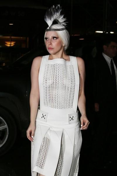 Lady_Gaga_Fallon_NYC_18.02.2014_DFSDAW_008