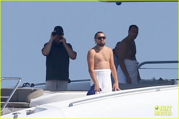leonardo-dicaprio-goes-shirtless-with-toni-garrn-for-relaxing-yacht-day-02