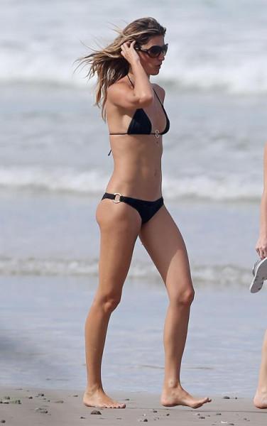 #Gisele_Buendchen_Bikini_Candids_on_the_Beach_in_Costa_Rica_August_4_2014_03-08062014093218u