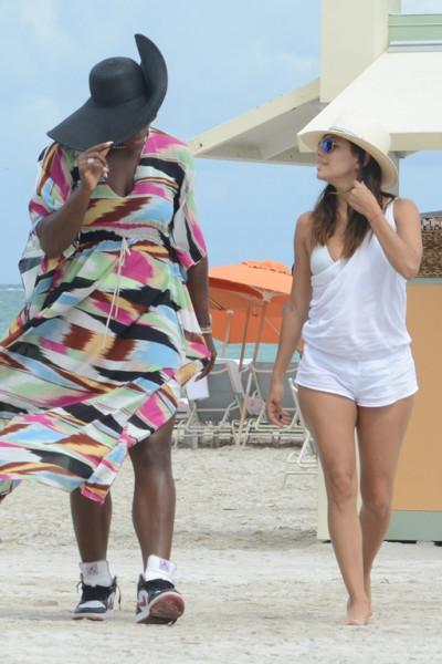 Eva_Longoria_and_Serena_Williams_Candids_on_the_Beach_in_Miami_September_13_2014_02
