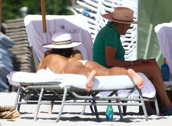 Eva Longoria in bikini on the beach in Miami November 7-2014 1001