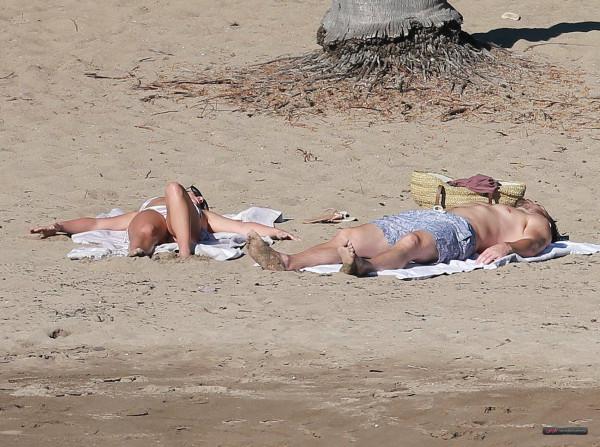 Lea_Michele_Wearing_a_Bikini_in_Mexico_on_December_28001