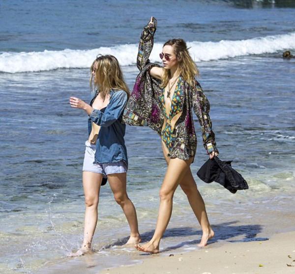 Сестрички на пляже
