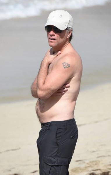 Джон Бон Джови на пляже