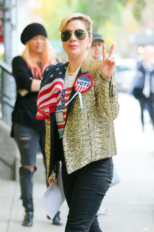 Леди Гага после голосования на выборах