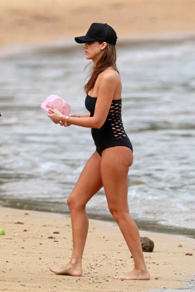 Джессика Альба на пляже