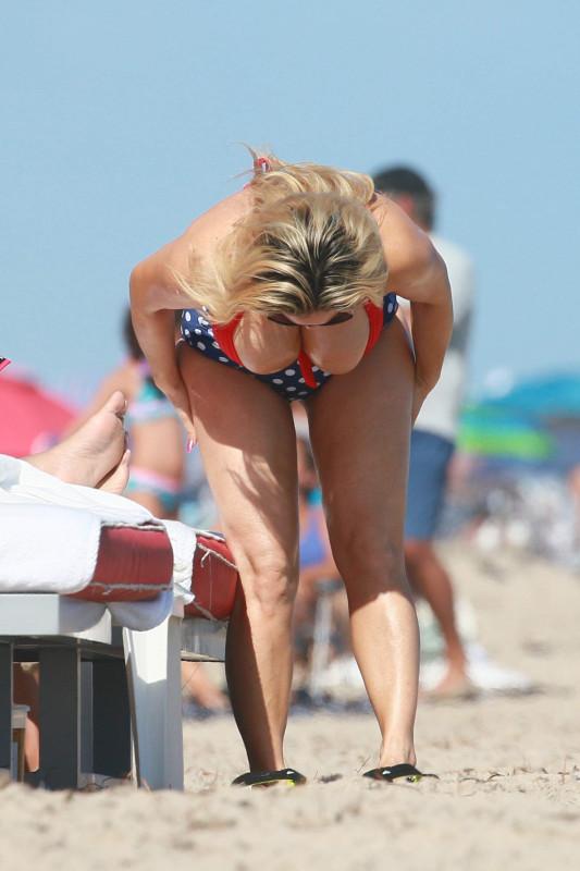 Николь «Коко» Остин на пляже