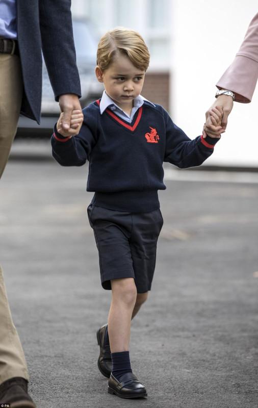 Принц Джордж теперь школьник!