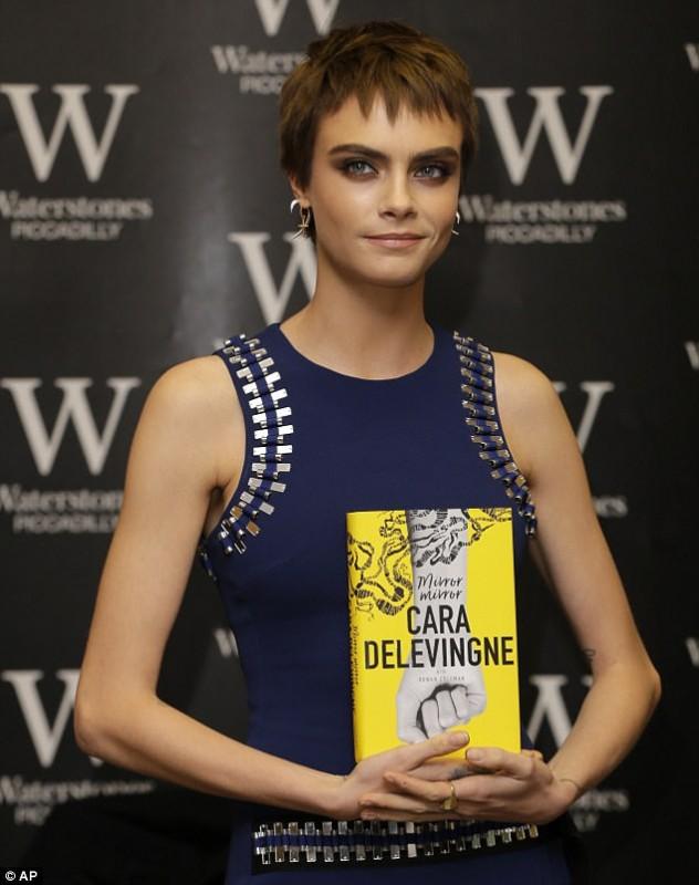 Кара Делевинь теперь писатель