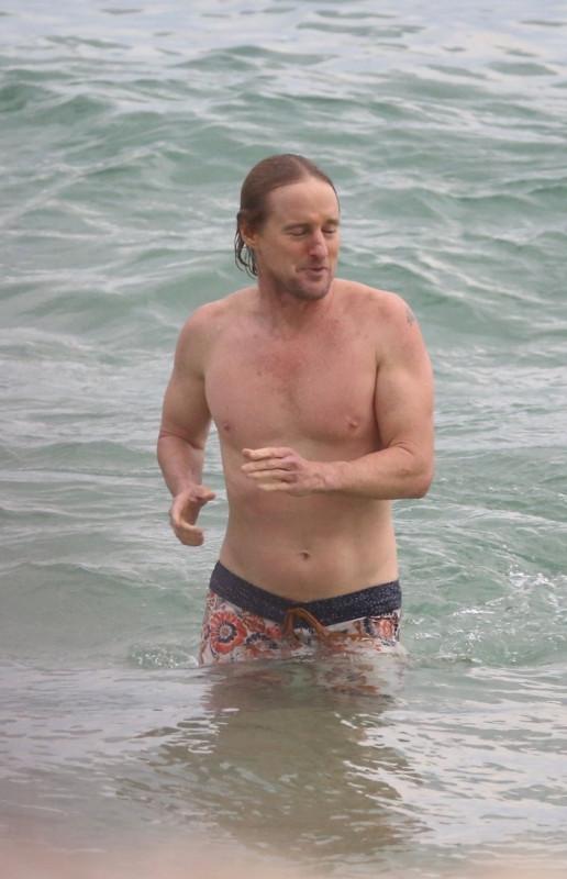 Оуэн Уилсон на пляже