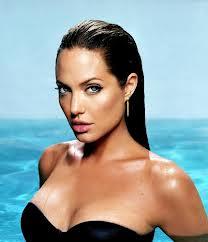 Джоли призналась, что удалила себе обе груди 56756876