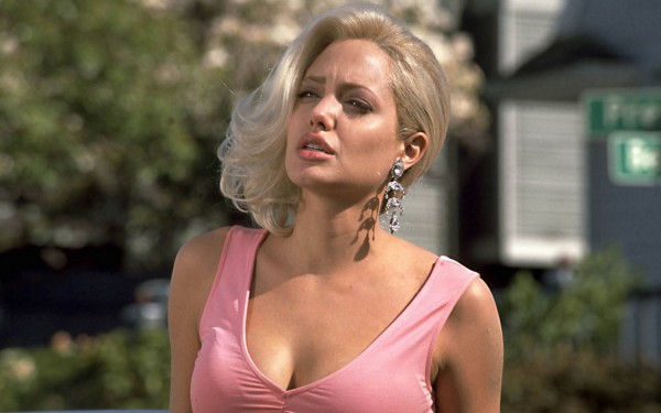 Джоли призналась, что удалила себе обе груди 906389075