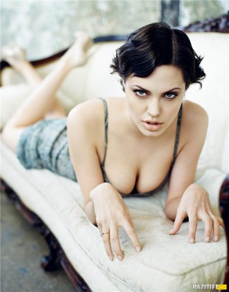 Джоли призналась, что удалила себе обе груди 1330957235_kinopoisk.ru-angelina-jolie-906288
