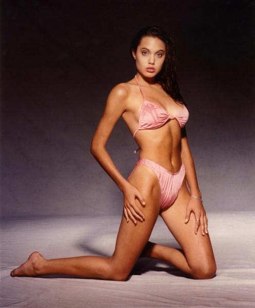 Джоли призналась, что удалила себе обе груди ang5