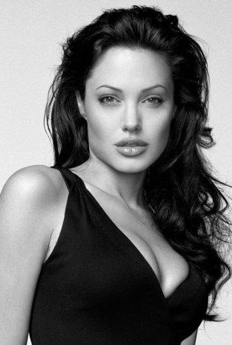 Джоли призналась, что удалила себе обе груди angelina-jolie-lift