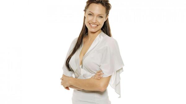 Джоли призналась, что удалила себе обе груди celebrities_1456-1600x900