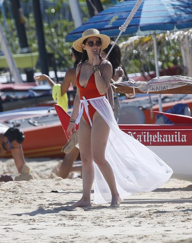 Оливия Манн на пляже