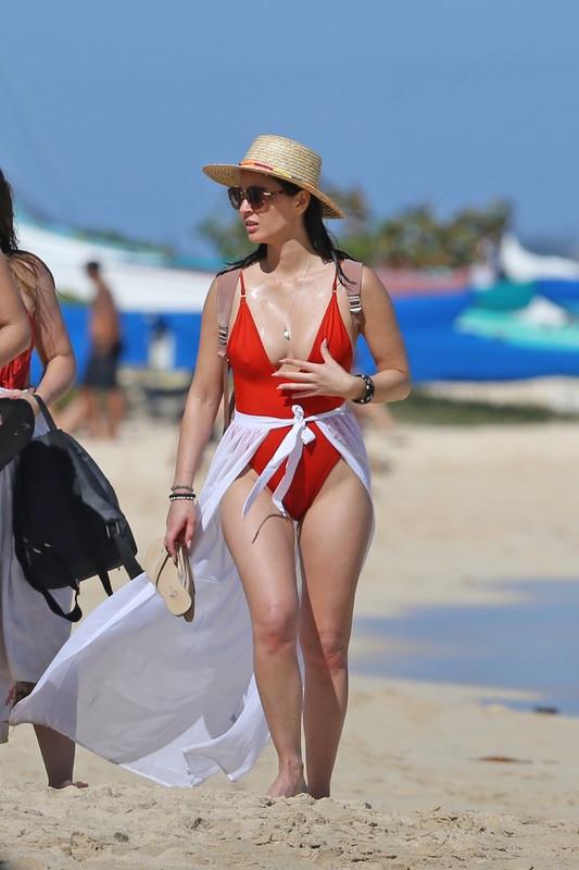 Оливия Манн на пляже Гавайях, отдыха, время, субботу, Оливия