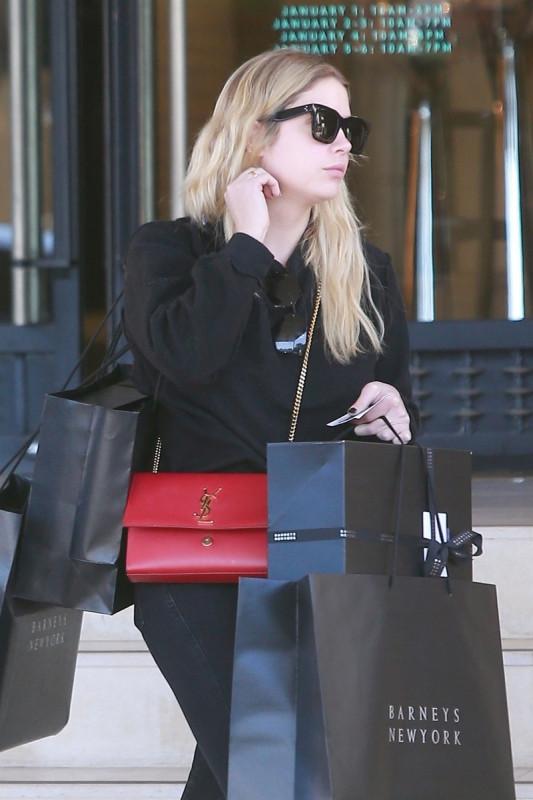 Эшли Бенсон после шоппинга в ЛА
