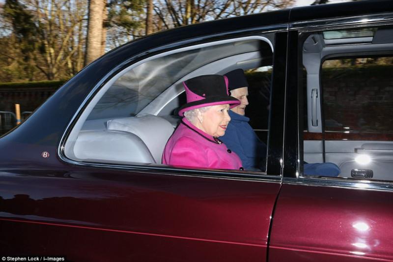 Королевская семья посетила воскресную службу службу, церкви, приехала, принца, Филиппа, королева, Елизавета, отдельно, также, Кэтрин, присутствовала, сестра, Пиппа, вместе, мужем, Джеймсом, компании, графстве, Норфолк, герцогиня