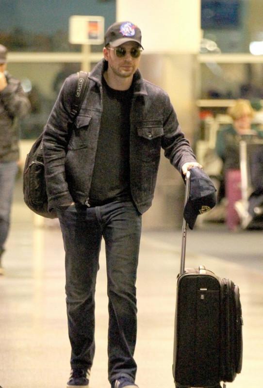 Крис Эванс прилетел в Бостон