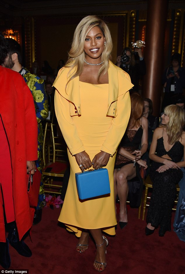 Звезды на модном показе Christian Siriano 491507C300000578-5376879-Polished_to_perfection_Laverne_Cox_had_on_a_yellow_suit_with_bol-a-32_1518361659647.jpg