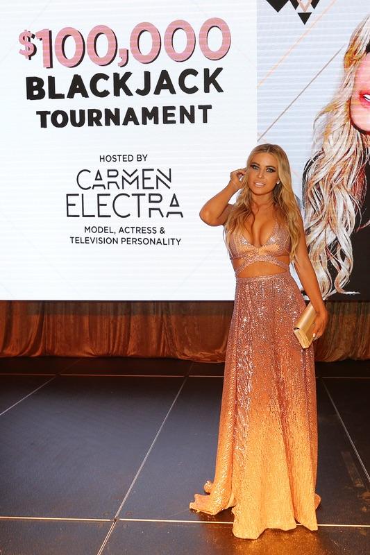 Кармен Электра на турнире в казино