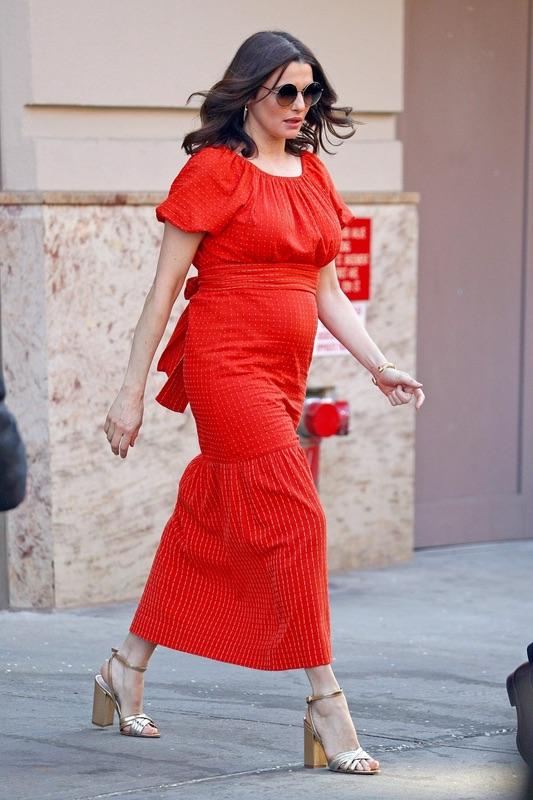 Lady in red: Рэйчел Вайс в НЙ Рэйчел, понедельник, Напомню, актриса, Дэниел, Крейг, готовятся, рождению, первого, общего, ребенка