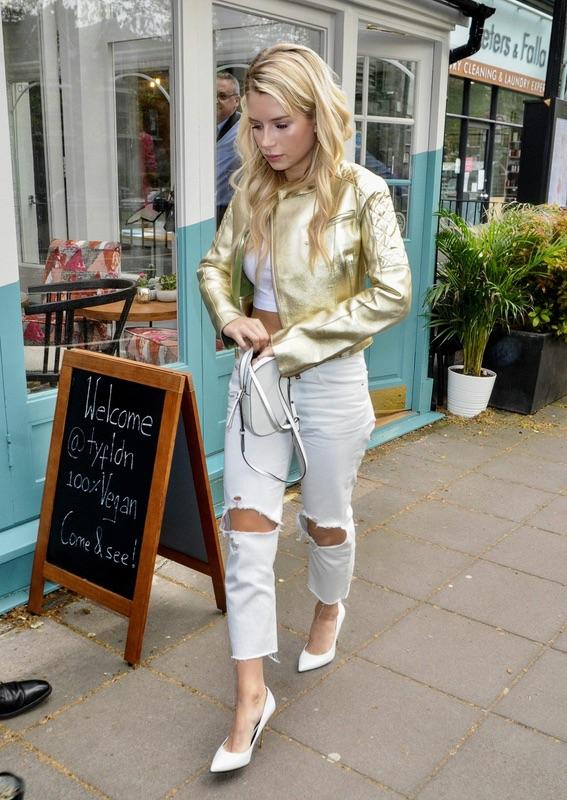 Лотти Мосс в Лондоне