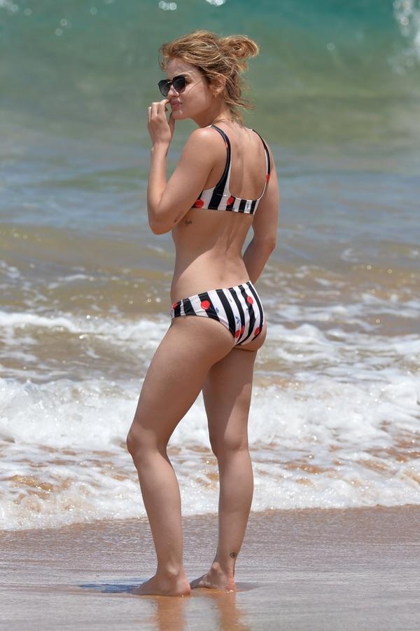 Люси Хейл на пляже