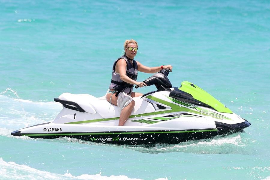 Бритни Спирс на отдыхе