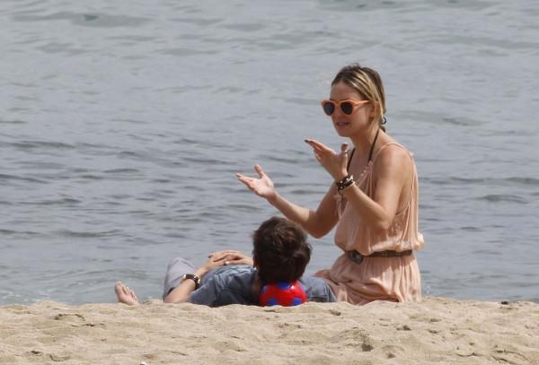 Hudson+relaxes+beach+Barcelona+69iPrF80KqFx