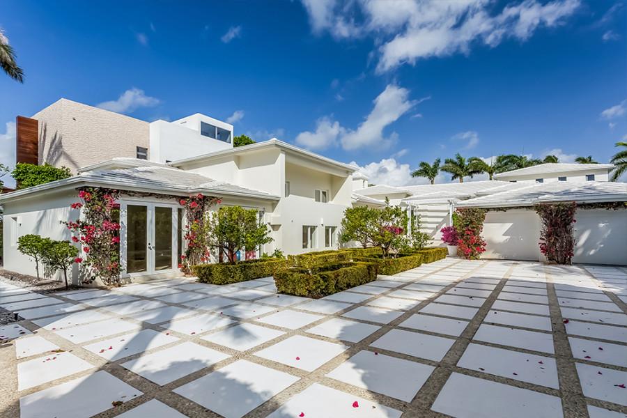 Шакира выставила на продажу виллу Шакира, пытается, комнат, ванных, спален, 👉Площадь, друзья, снизилась, видно, Сейчас, недвижимость, продать, начала, продает, месяц, 45000, аренду, сдавалась, недолго, вилла