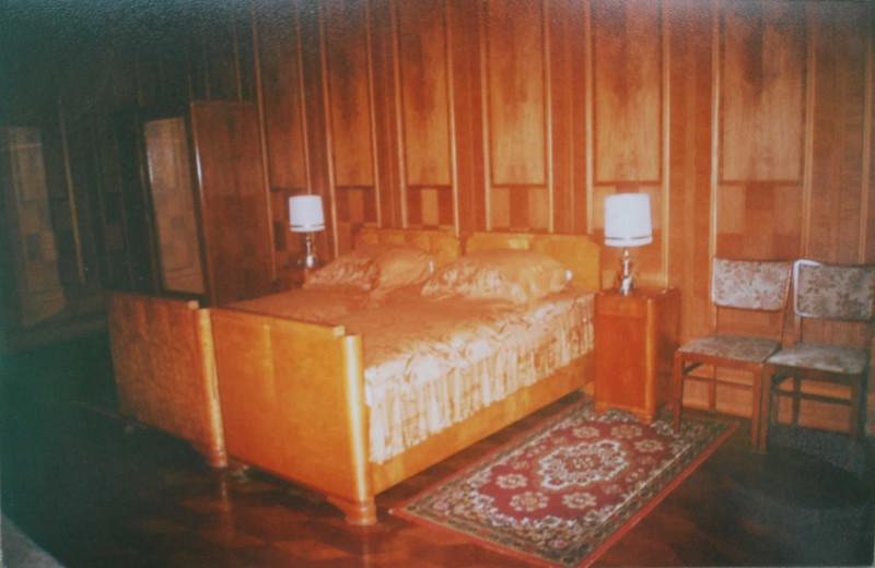 Спальня Сталина на даче в Абхазии (на озере Рица). Фото из личного архива автора.